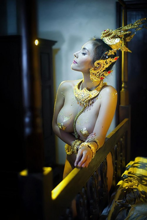 Naked Young Girl Thailand Dancing